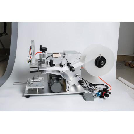 Címkézőgép sík felületű termékekhez